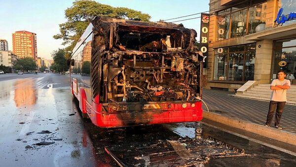 Сгоревший автобус BakuBus - Sputnik Азербайджан
