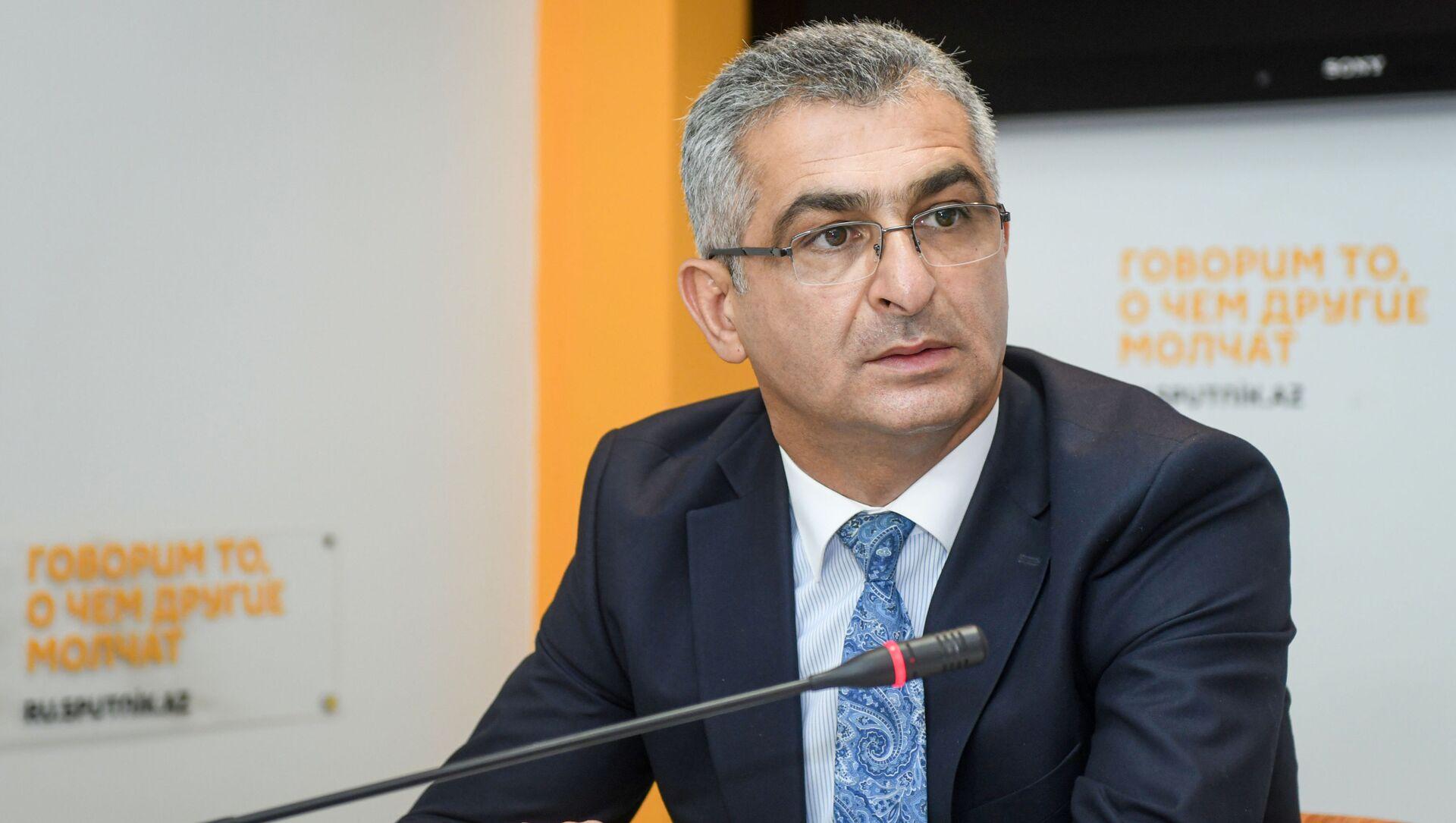 Ответственный секретарь Общественного совета при министерстве образования Ильгар Оруджев - Sputnik Азербайджан, 1920, 24.02.2021