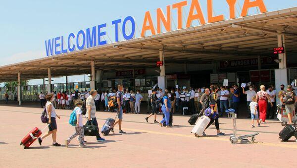 Туристы прибывшие на отдых в Турцию - Sputnik Азербайджан