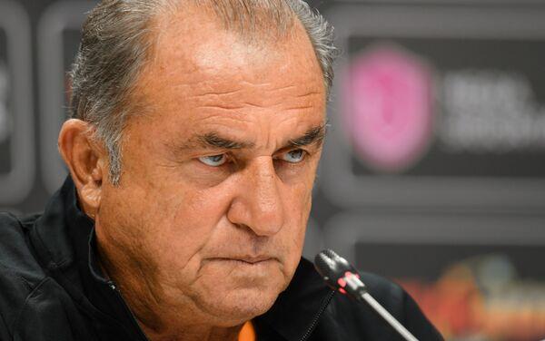 Главный тренер клуба Галатасарай Фатих Терим на пресс-конференции - Sputnik Азербайджан