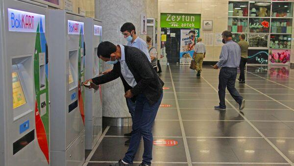 В Бакинском метро - Sputnik Азербайджан