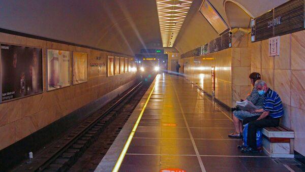 В Бакинском метро - Sputnik Azərbaycan