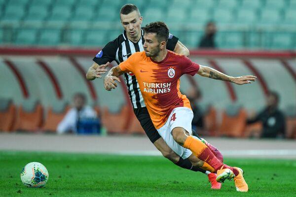 Матч второго квалификационного раунда Лиги Европы между азербайджанским Нефтчи и турецким клубом Галатасарай - Sputnik Азербайджан