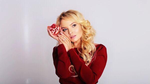 Известная российская писательница, редактор журнала Russian Business Guide Мария Суворовская - Sputnik Азербайджан