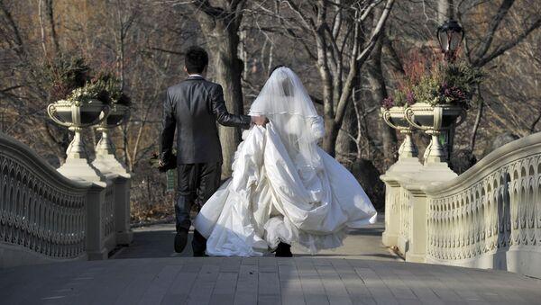 Молодая супружеская пара, фото из архива  - Sputnik Азербайджан