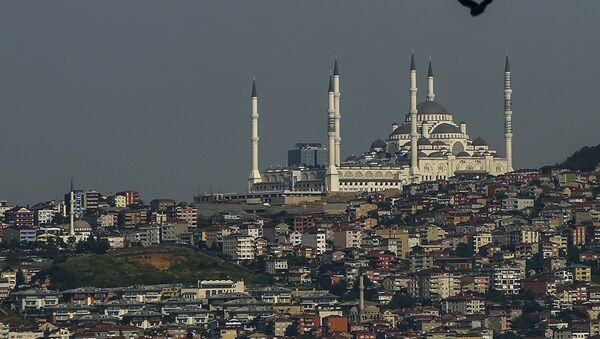 İstanbulda Kamlika məscidinə mənzərə, arxiv şəkli  - Sputnik Азербайджан