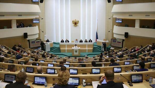 Milli Məclisin Sədri Sahibə Qafarova RF Federal Məclisinin Federasiya Şurasında çıxışı zamanı  - Sputnik Azərbaycan