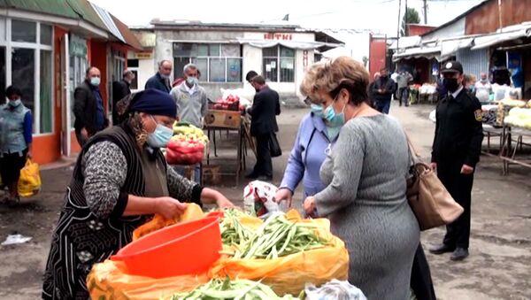 Покупатели в масках, продавцы со спиртом: шекинский рынок после карантина - Sputnik Азербайджан