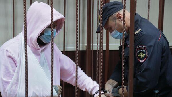 Музыкант Эльмин Гулиев в Таганском суде, где рассматривается ходатайство следствия об избрании ему меры пресечения - Sputnik Азербайджан