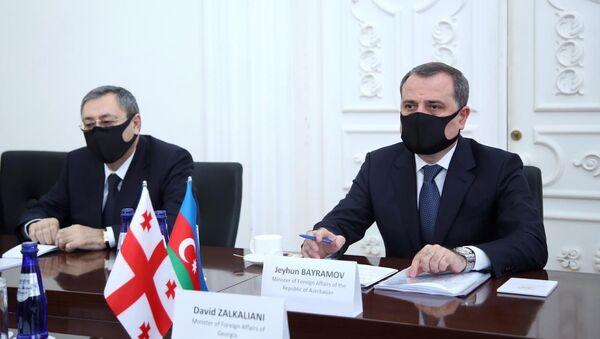 Встреча глав МИД Азербайджана и Грузии  Джейхуна Байрамова и Давида Залкалиани - Sputnik Азербайджан