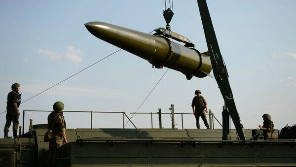 Развёртывание оперативно-тактического ракетного комплекса Искандер-М - Sputnik Azərbaycan
