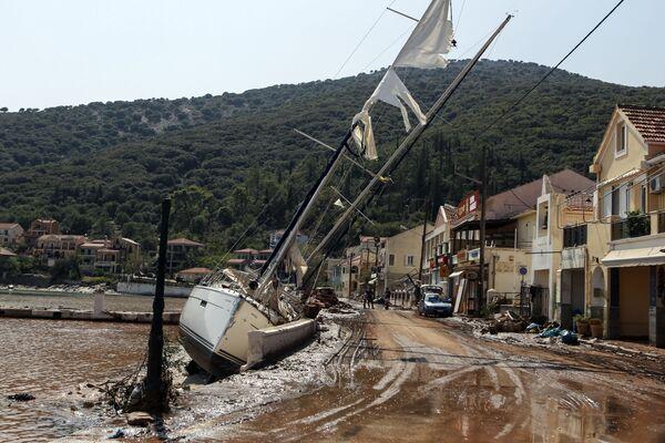 Яхты на берегу из-за тропического шторма в Греции - Sputnik Азербайджан