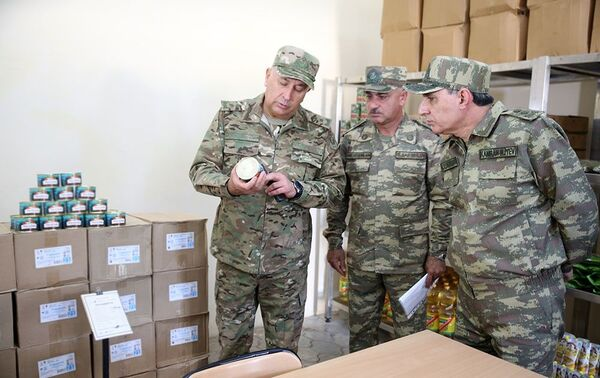Генеральный прокурор и военный прокурор посетили воинские части в прифронтовой зоне - Sputnik Азербайджан