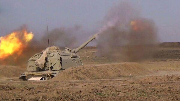 Боевые стрельбы из самоходных гаубиц Мста-С - Sputnik Азербайджан