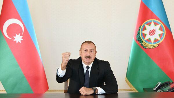 Azərbaycan Prezidenti İlham Əliyev xalqa müraciəti zamanı - Sputnik Азербайджан