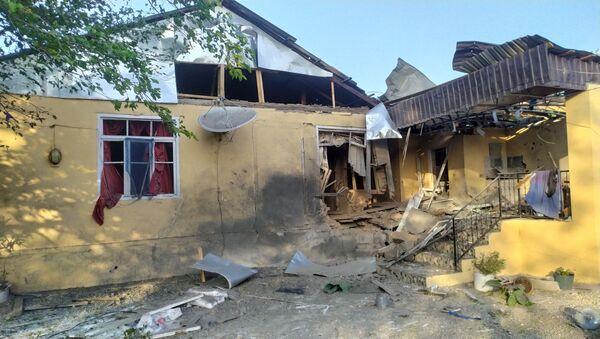 Разрушенный в результате обстрела жилой дом в Тертерском районе Азербайджана - Sputnik Азербайджан