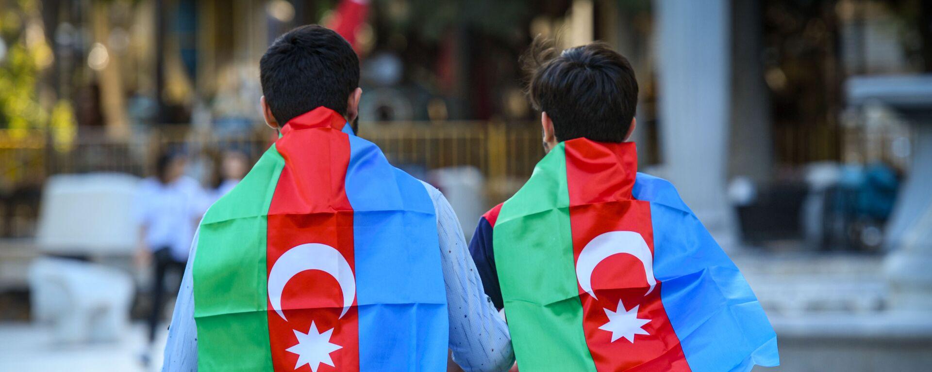 Флаги Азербайджана на улицах Баку. - Sputnik Азербайджан, 1920, 01.01.2021