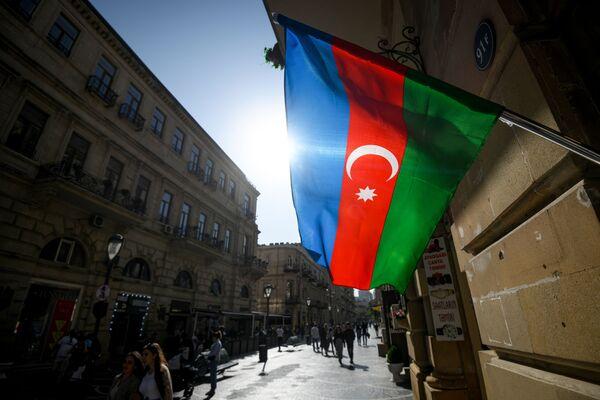 Флаги Азербайджана на улицах Баку. - Sputnik Азербайджан