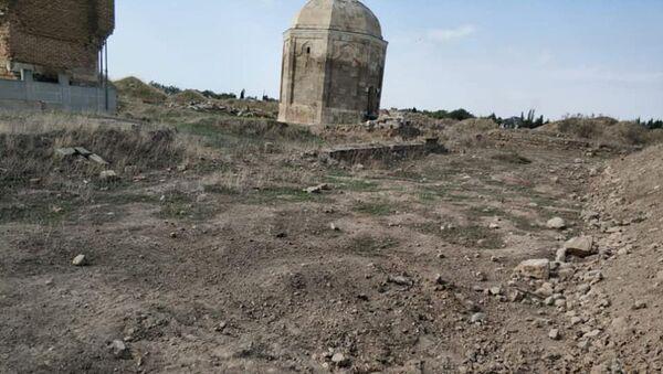 В кладбище близ села Бабы Физулинского района - Sputnik Азербайджан