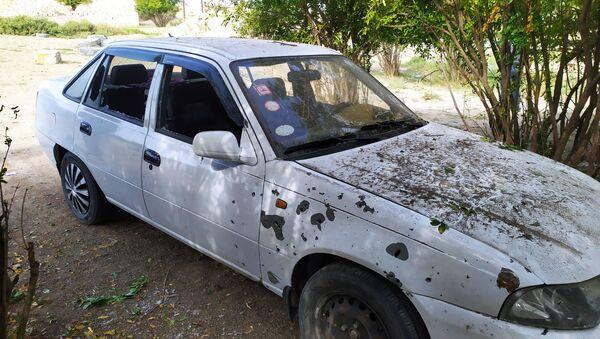 Автомобиль, попавший под обстрел в Агдамском районе - Sputnik Азербайджан