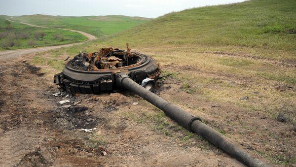 Подбитый танк армянской армии, фото из архива - Sputnik Азербайджан
