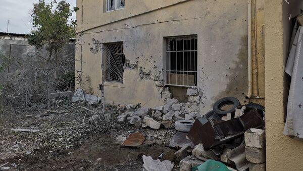 Последствия обстрелов в азербайджанском Тертере близ Карабаха - Sputnik Азербайджан