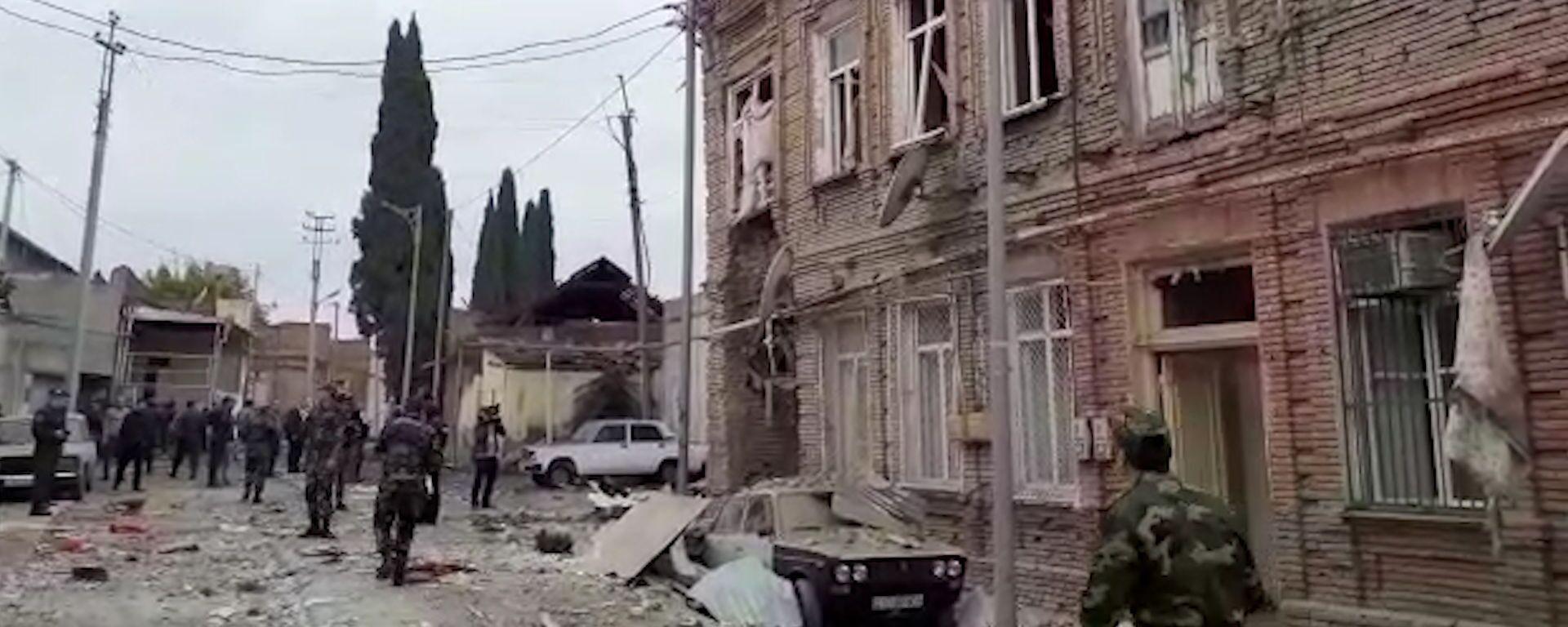 Gəncə dağıntı içində: İkinci böyük şəhərimiz raket zərbələrinə məruz qalıb – video  - Sputnik Azərbaycan, 1920, 04.10.2020