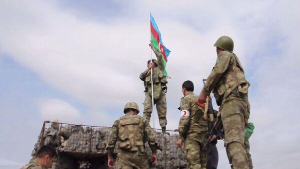 Флаг Азербайджана над  постом - Sputnik Азербайджан