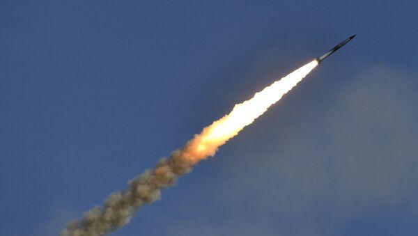 Пуск ракеты во время командно-штабных учений, фото из архива - Sputnik Azərbaycan
