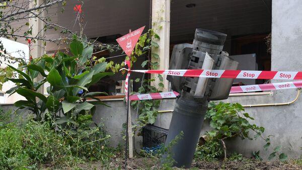 Неразорвашаяся ракета во дворе жилого дома в городе Гянджа - Sputnik Азербайджан