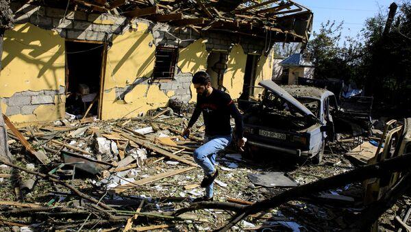 Последствия обстрелов в азербайджанском городе Барда - Sputnik Azərbaycan