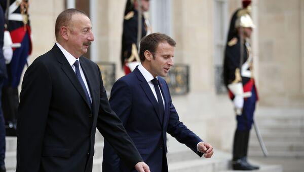 Президент Азербайджана Ильхам Алиев и президент Франции Эмануэль Макрон, фото из архива - Sputnik Азербайджан