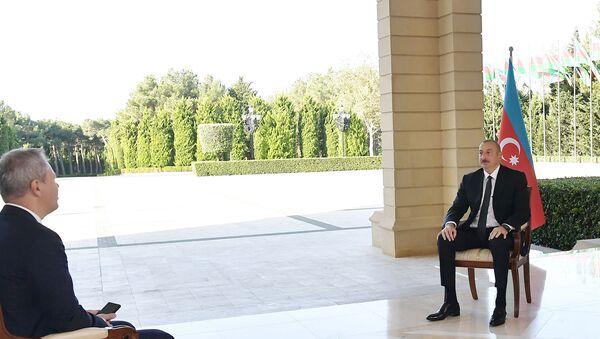 Prezident İlham Əliyev Rusiyanın RBK televiziya kanalına müsahibəsi zamanı - Sputnik Азербайджан