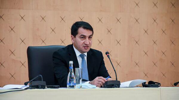 Помощник Президента Азербайджана - заведующий отделом по вопросам внешней политики Хикмет Гаджиев - Sputnik Азербайджан