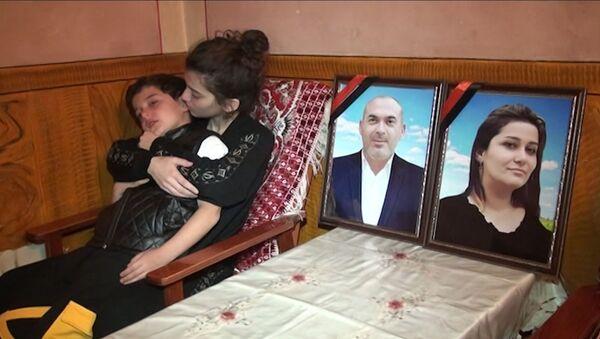 Севиль и ее брат в одночасье лишились обоих родителей – видео - Sputnik Азербайджан
