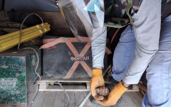 Ручная граната, найденная в 9-м микрорайоне Бинагадинского района столицы - Sputnik Азербайджан