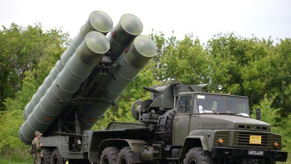 Зенитный ракетный комплекс С-300, фото из архива - Sputnik Azərbaycan