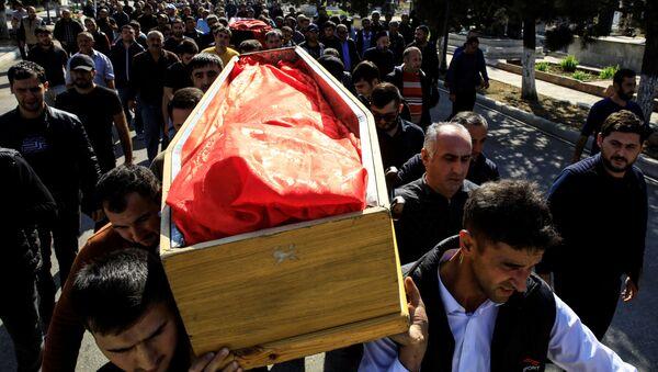 Похороны погибших в Гяндже - Sputnik Азербайджан