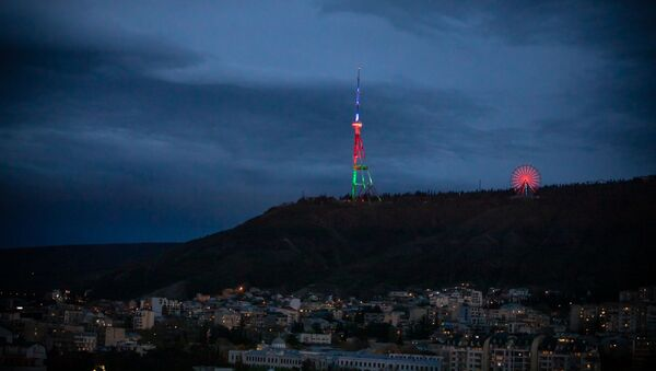 Тбилисская телевышка в цветах флага Азербайджана - Sputnik Азербайджан