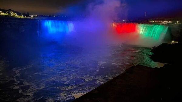 Ниагарский водопад в цветах флага Азербайджана - Sputnik Азербайджан