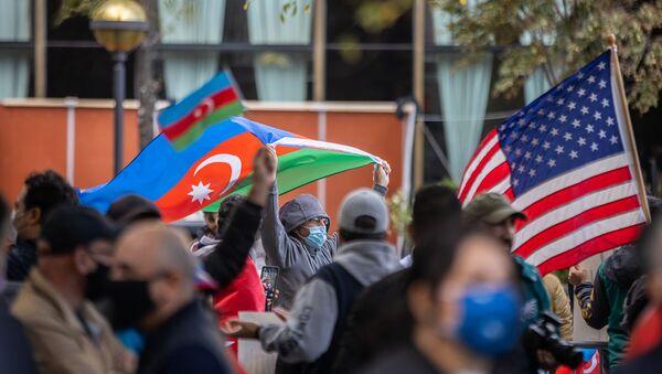 Акция в поддержку Азербайджана в Нью Йорке - Sputnik Азербайджан