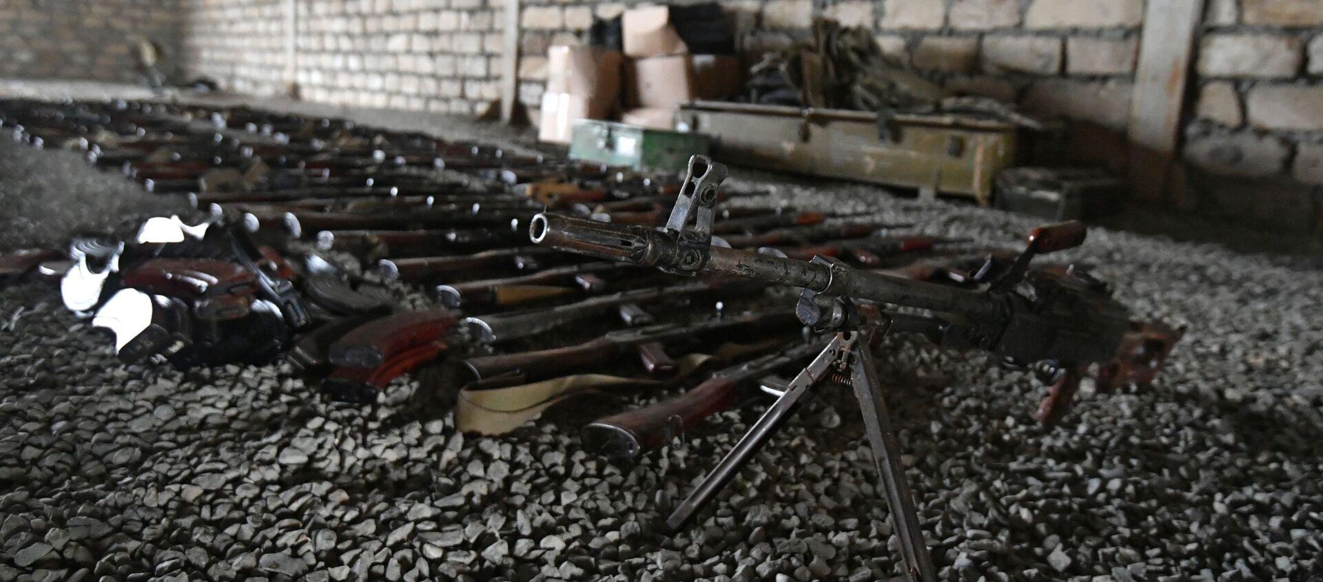 Военные трофеи, оставленные ВС Армении на поле боя - Sputnik Азербайджан, 1920, 25.03.2021