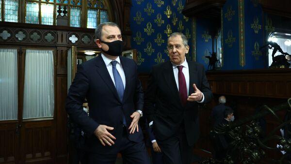 Министр иностранных дел Азербайджана Джейхун Байрамов и министр иностранных дел РФ Сергей Лавров  - Sputnik Азербайджан