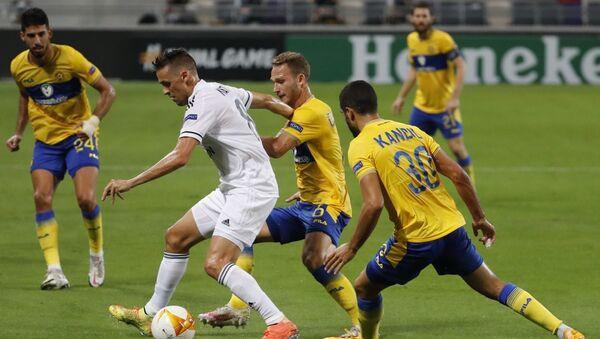 Матч 1-го тура групповой стадии Лиги Европы между местным Маккаби и азербайджанским Карабахом - Sputnik Азербайджан