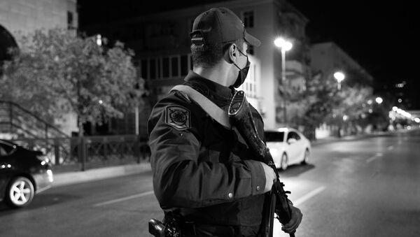 Сотрудник полиции в Баку, фото из архива - Sputnik Азербайджан