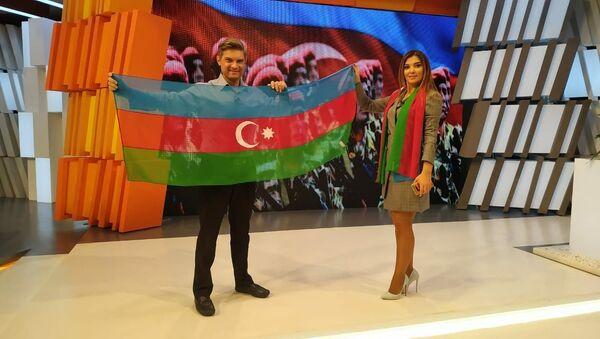 Гюльнара Халилова выпустили коллекцию шарфов из шифона с национальным триколором  - Sputnik Азербайджан