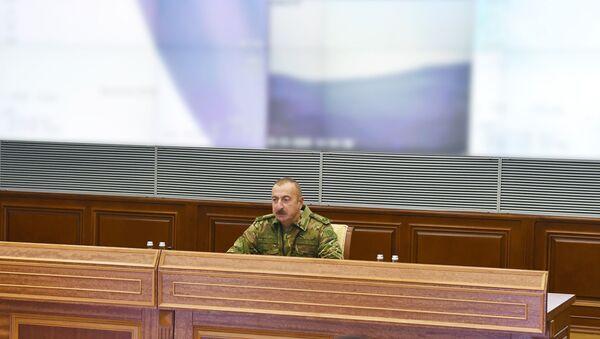 Президент Ильхам Алиев в Центральном командном пункте Министерства обороны - Sputnik Azərbaycan