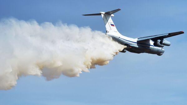 Тяжелый военно-транспортный самолет Ил-76М - Sputnik Azərbaycan
