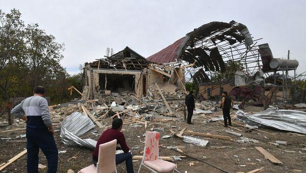 Разрушенный в результате обстрела ВС Армении дом в Тертерском районе Азербайджане, фото из архива - Sputnik Азербайджан