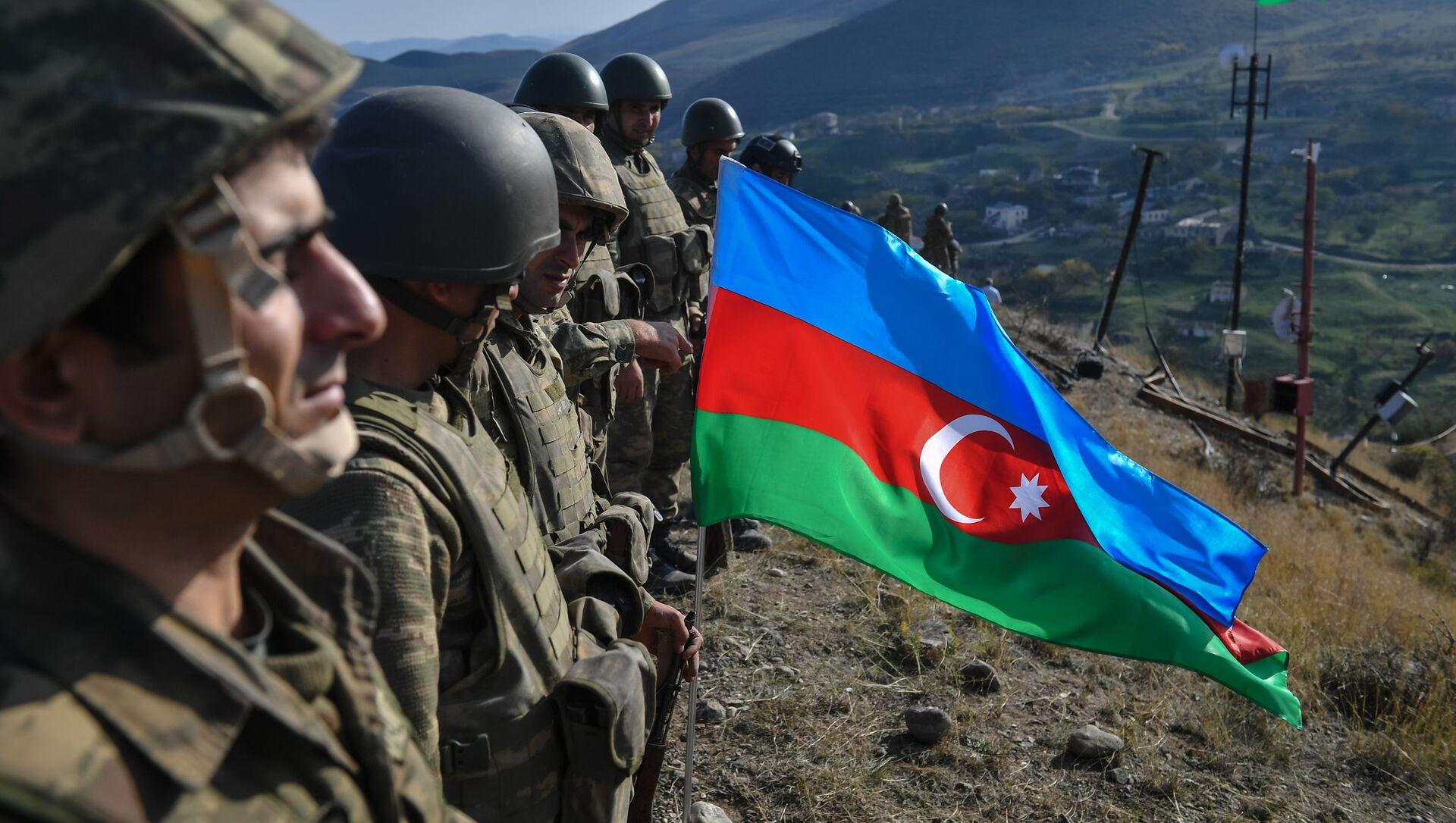 Азербайджанские военнослужащие, фото из архива  - Sputnik Азербайджан, 1920, 10.04.2021